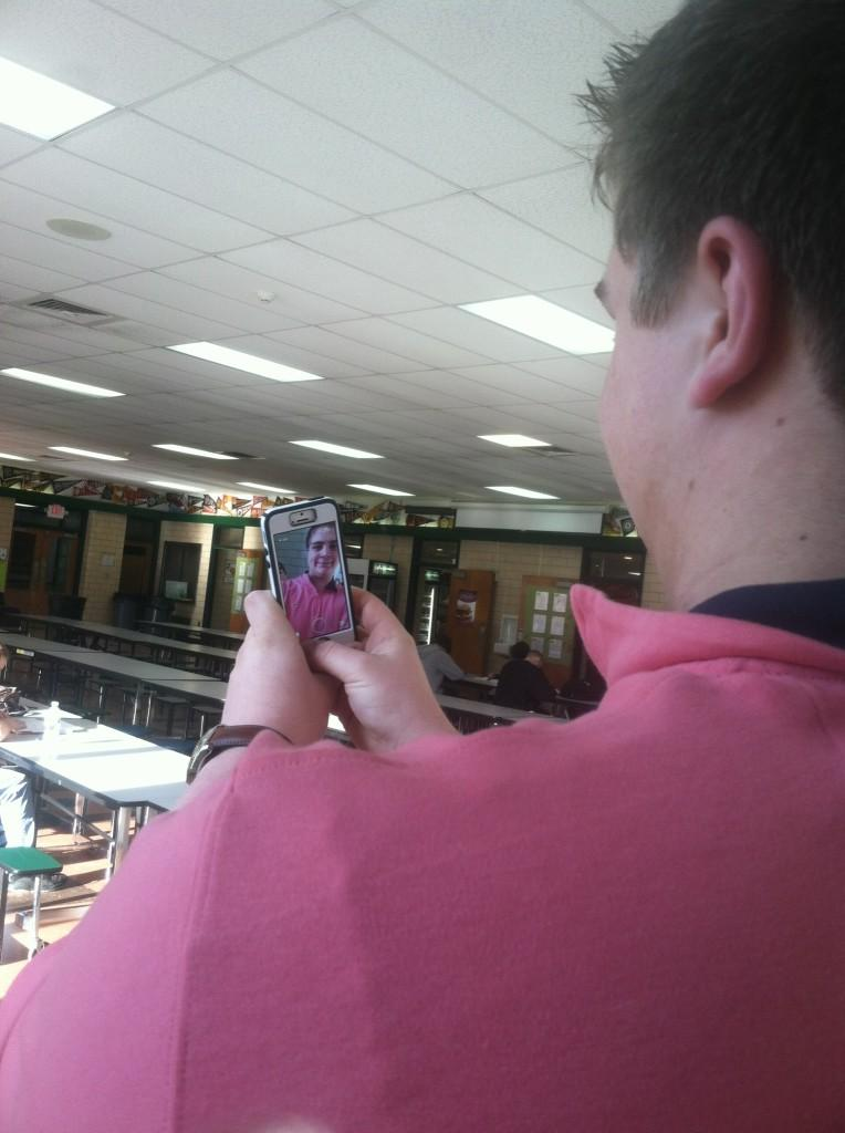 Is+Snapchating+in+Public+Socially+Acceptable%3F+
